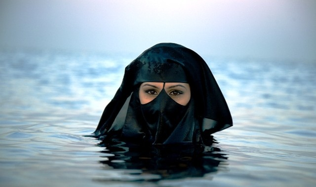 """Résultat de recherche d'images pour """"burqa topless"""""""